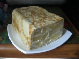 Блинный пирог ссметанно-яблочной начинкой