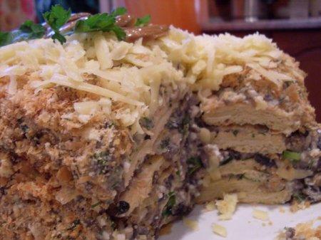 Слоеный торт сгрибным кремом
